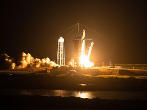 videos.-successful-take-off-for-inspiration-4!-spacex's-first-tourists-set-off-on-their-space-cruise