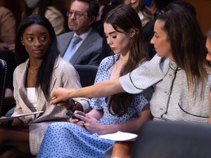 video.-united-states:-simone-biles-and-three-other-gymnasts-denounce-the-inaction-of-the-fbi-and-sports-authorities-in-the-face-of-sexual-assault