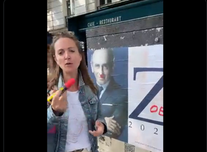 Photo of VIDEO.  Comedian Charline Vanhoenacker draws Hitler's mustache on an Eric Zemmour poster, the internet is on fire