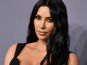 kim-kardashian-appears-at-met-gala-2021-in-totally-unlikely-outfit