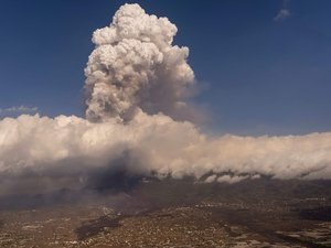 volcanic-eruption-in-the-canaries:-residents-evacuated-and-flights-canceled