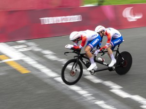 video.-paralympic-games-–-cycling:-the-lloveras-ermenault-tandem-wins-the-5th-french-gold-medal