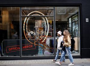 Photo of The Queen group opens a pop-up store in London for its 50th anniversary
