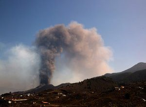 Photo of Eruption of a volcano in the Canaries: lava reaches the ocean, experts fear the appearance of a toxic gas