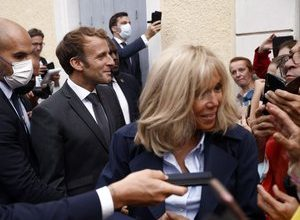 """Photo of Brigitte and Emmanuel Macron: """"They wanted to succeed, and ambition is not a fault"""", according to author Gaël Tchakaloff"""